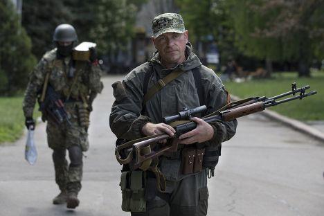 Пророссийские активисты в центре Славянска