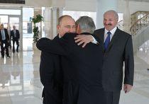 Владимир Путин, Александр Лукашенко и Нурсултан Назарбаев перед началом заседания Высшего Евразийского экономического совета в Минске