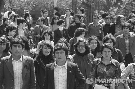 Молодежь на улицах Еревана
