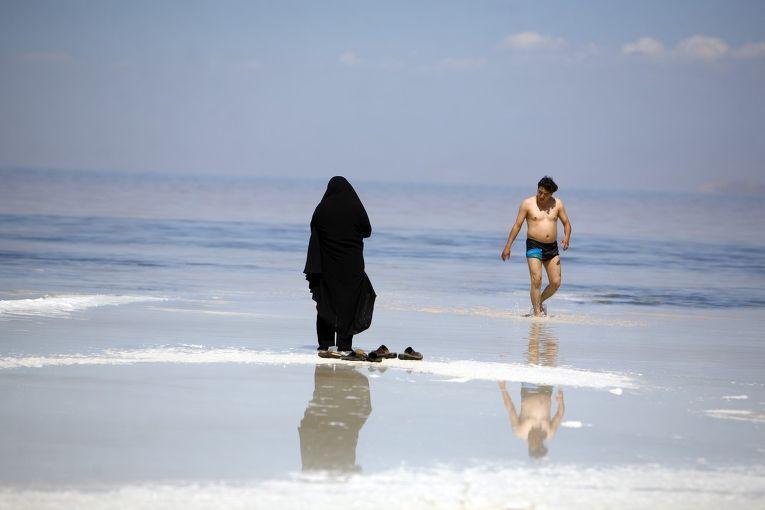 Иранцы отдыхают на берегу Персидского залива
