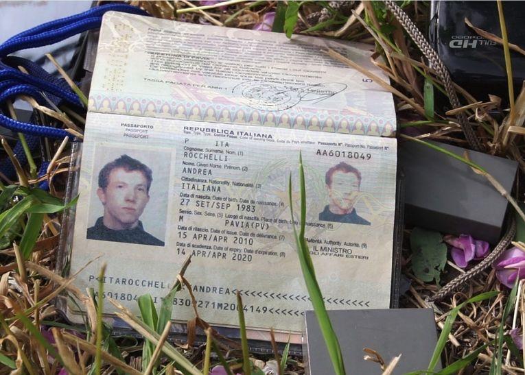 Паспорт итальянского фоторепортера Андреа Роккелли, погибшего в Славянске