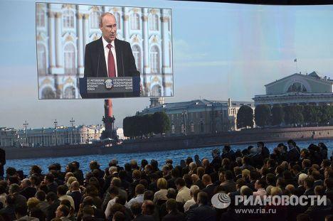 Владимир Путин принимает участие в работе ПМЭФ в Санкт-Петербурге