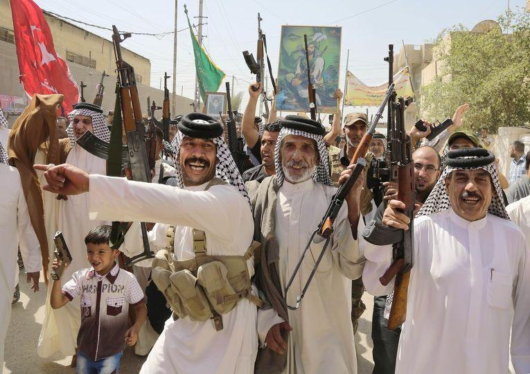 Волонтеры, присоединившиеся к иракской армии для борьбы с группировкой «Исламское государство Ирака и Шама»