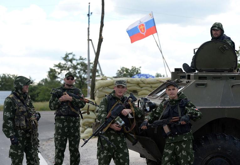 Ополченцы «Русской Православной Армии» на блокпосту в Донецке