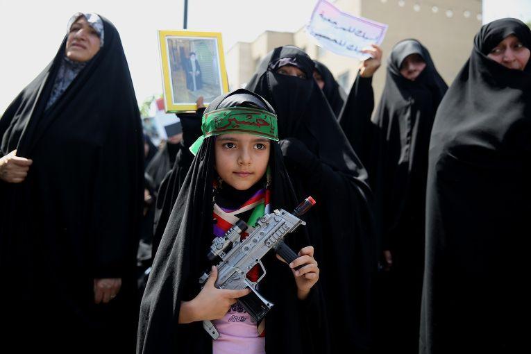 Митинг живущих в Иране иракцев в поддержку аятоллы Али Систани и против ИГИЛ