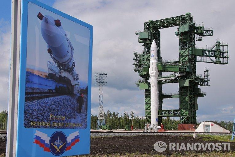 Ракета космического назначения легкого класса «Ангара-1.2ПП» во время заправки топливом на космодроме Плесецк