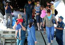 Украинские беженцы на борту самолета МЧС России
