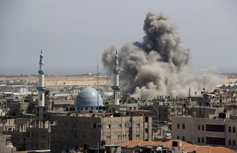 Авиаудар Израиля по сектору Газа в районе Рафа