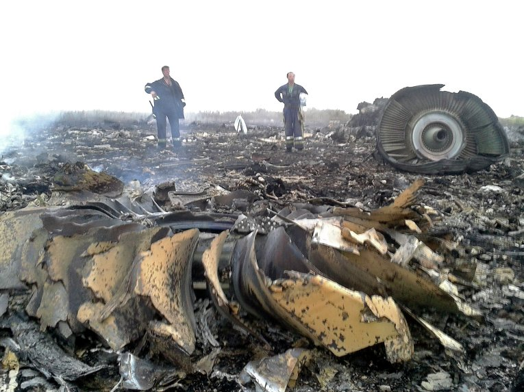 На месте крушения Boeing 777 компании Malaysia Airlines