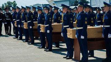 Отправка самолета с телами погибших в авиакатастрофе Boeing-777 из Харькова в Нидерланды
