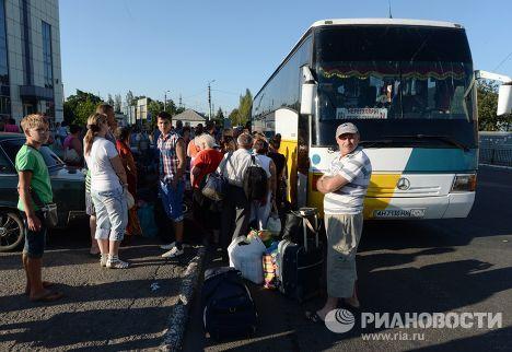 Эвакуация жителей Горловки после ракетно-минометного обстрела