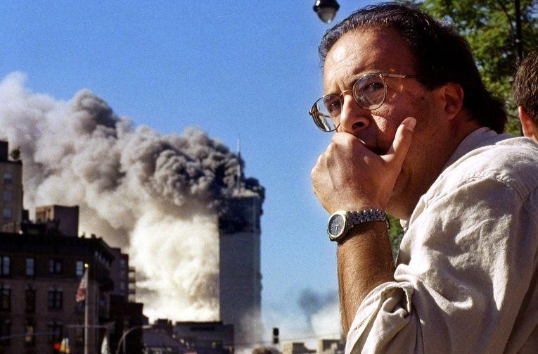 Падение первой башни ВТЦ во время теракта 11 сентября 2001 года
