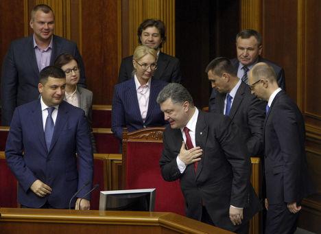 Петр Порошенко благодарит депутатов Верховной рады после подписания соглашения об ассоциации с ЕС