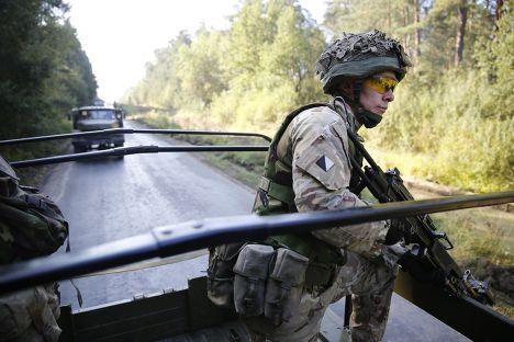 Британский солдат на учениях «Быстрый трезубец» (Rapid Trident) в городе Яровир Львовской области