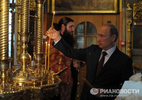 В.Путин посетил церковь Троицы Живоначальной на Воробьевых горах