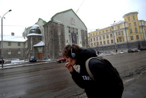 Молодой человек на улице Таллина