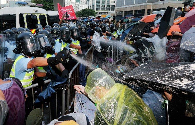 Столкновения полиции и протестующих в Гонконге, 28 сентября 2014