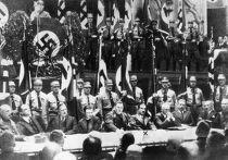 Ректор Берлинского университета Евгений Фишер и ректор Фрайбургского университета Мартин Хайдеггер во время голосования академиков в Лейпциге, 11 ноября 1933 года