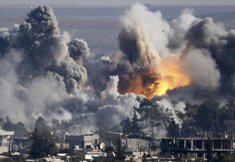 Дым над Кобани после авиаудара