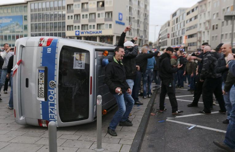 Демонстрация «хулиганов против салафитов» в Кельне
