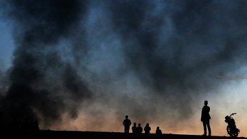 Дым поднимается над сирийским городом Кобани