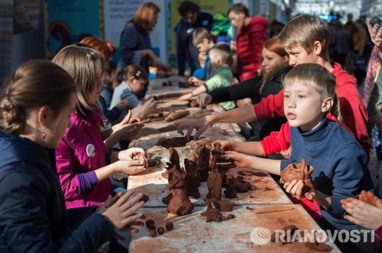 Участники всероссийского фестиваля и выставки народной культуры в Сочи