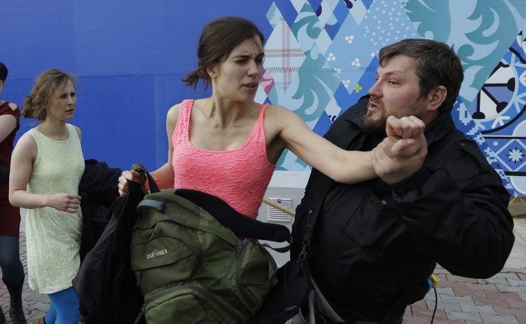 Нападение казаков на участниц группы Pussy Riot