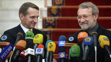 Председатель Государственной Думы РФ Сергей Нарышкин и председатель парламента Ирана Али Лариджани во время совместного подхода к прессе в Тегеране