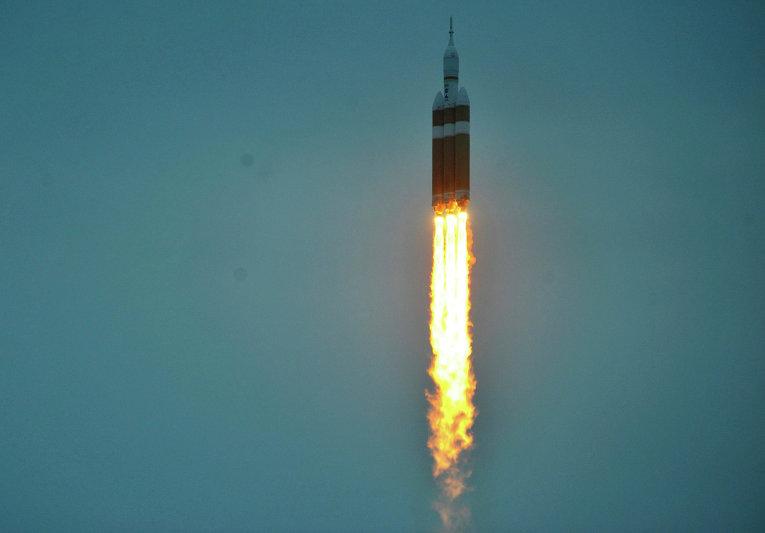 Старт полета космического корабля Orion и тяжелой ракеты-носителя Delta-4