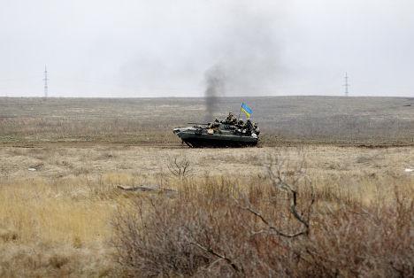 Украинский танк рядом с Дебальцево