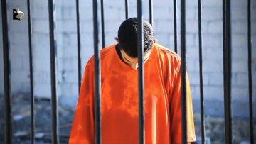 Кадр видеозаписи с захваченным в плен боевиками ИГ иорданским пилотом