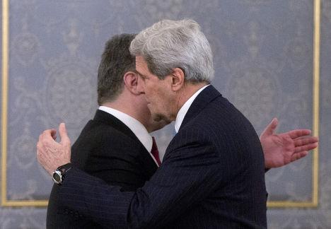 Госсекретарь США Джон Керри и президент Украины Петр Порошенко во время встречи в Киеве