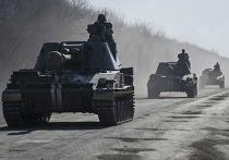 Украинские военные на самоходно-артиллерийских установках