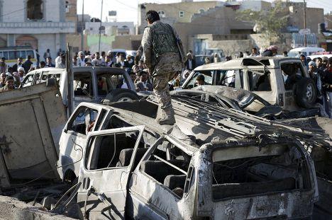 Последствия авиаударов по городу Сана