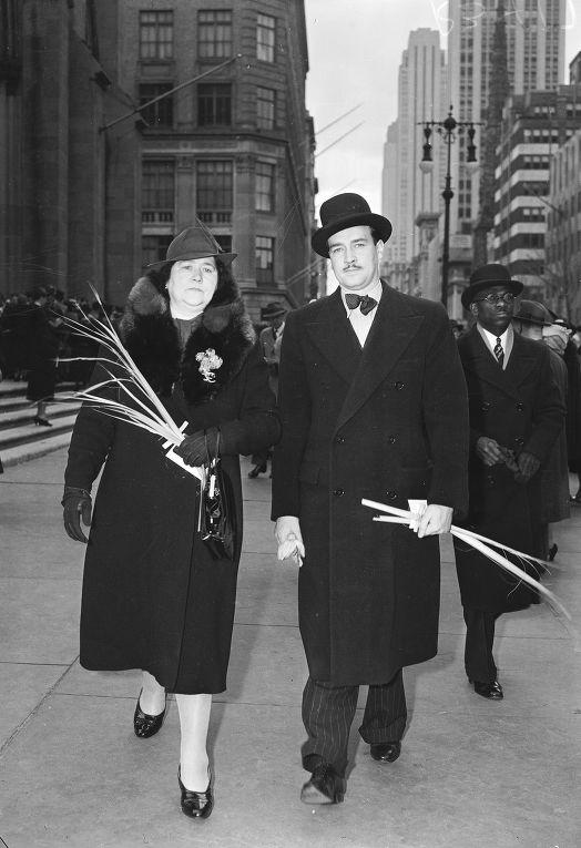Уильям Патрик Гитлер с матерью Алоиз Гитлер в Нью-Йорке, 1939 год