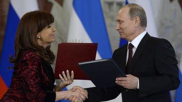 Владимир Путин и Кристина Киршнер на церемонии подписания совместных документов по итогам российско-аргентинских переговоров в Кремле