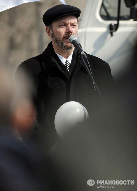 Журналист Владимир Кара-Мурзакция на акции оппозиции у телецентра Останкино