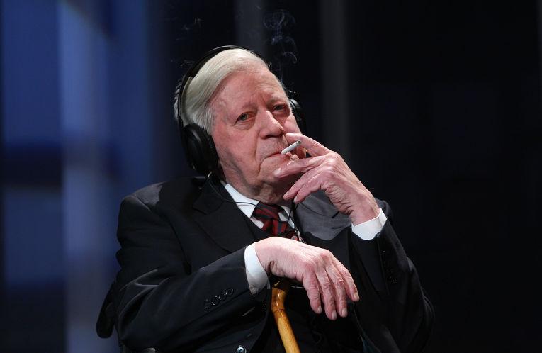 Бывший федеральный канцлер Гельмут Шмидт