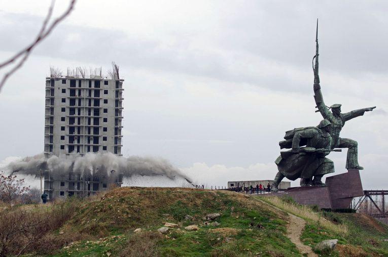 Снос незаконно возведенного многоэтажного дома в Севастополе