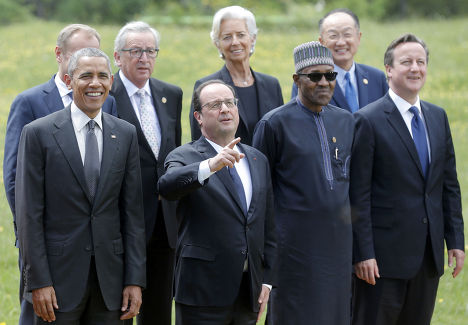 Барак Обама, Франсуа Олланд, Дэвид Кэмерон, Дональд Туск, Жан-Клод Юнкер, Кристин Лагард, Мохаммаду Бухари и Джим Ён Ким на саммите G7 в Эльмау