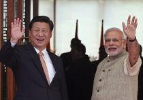 Председатель КНР Си Цзиньпин и премьер-министр Индии Нарендра Моди