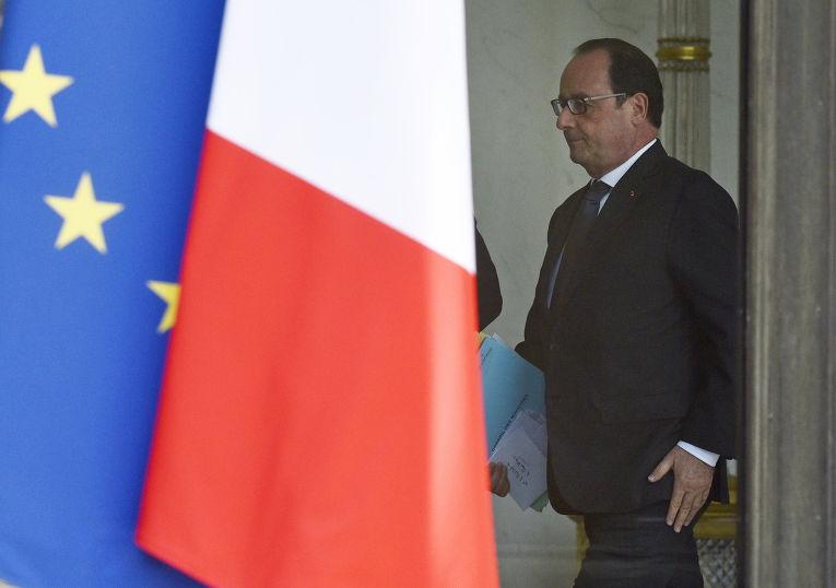 Франсуа Олланд после совета по обороне в Елисейском дворце