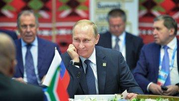 Президент Российской Федерации Владимир Путин во время встречи с лидерами БРИКС в узком составе в Уфе