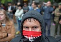"""Активист """"Правого сектора"""" у здания администрации президента в Киеве, Украина"""