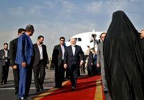 Мохаммед Джавад Зариф в аэропорту Тегерана после подписания соглашения по ядерной программе в Вене