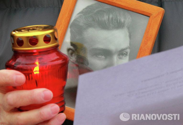 """Акция """"Возвращение имен"""" у Соловецкого камня в Москве"""