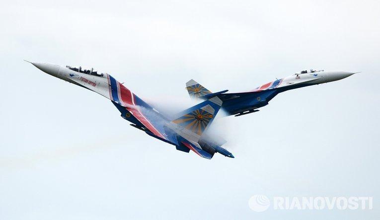 """Выступление пилотажной группы """"Русские витязи"""" на церемонии открытия Армейских Игр"""