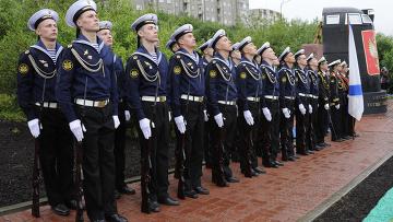 """Памятник """"Морякам-подводникам, погибшим в мирное время"""" открыт в Мурманске"""