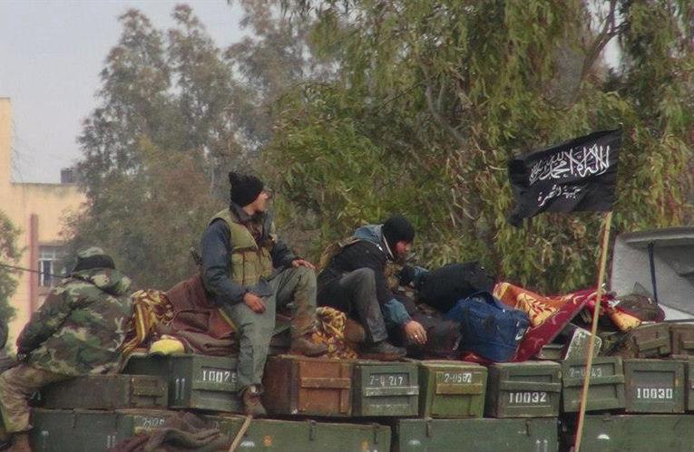 Боевики «Фронта ан-Нусра» на авиабазе Тафтаназ в провинции Идлиб на севере Сирии