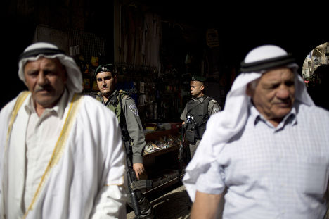 Палестинцы и израильские полицейские в Старом городе Иерусалима